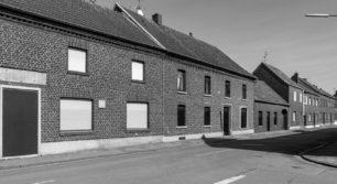 Leere Straßen, verrammelte Häuser