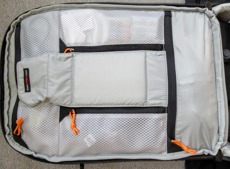 Reißverschlussfächer im Rucksack-Deckel