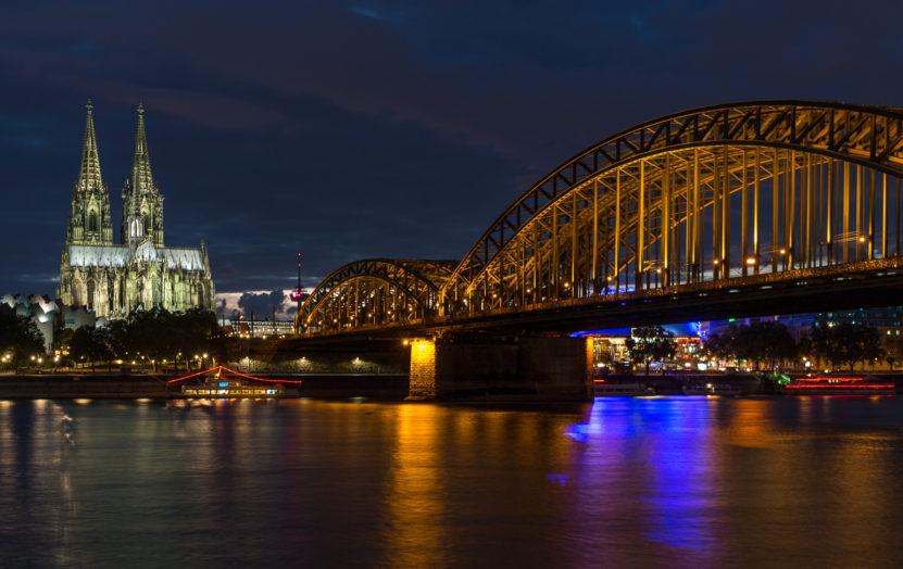 Dom und Hohenzollernbrücke erleuchtet (Motiv 4)